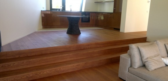 Vores gulvfirma arbejder med montering og salg af nye trægulve